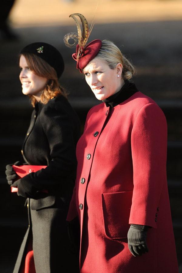 La Princesse Eugénie et Zara Philipps à la messe de Noël célébrée en l'église St Mary Magdalene le 25 décembre 2013