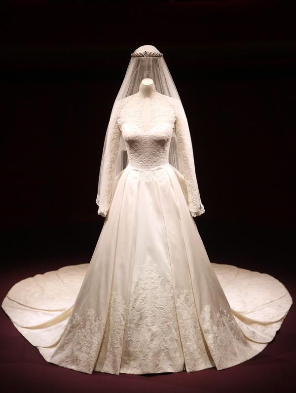 Irez-vous voir la robe de mariée de Kate exposée à Londres ?