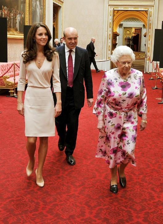 Kate et la Reine Elizabeth en route pour l'exposition que tout le monde attend ..
