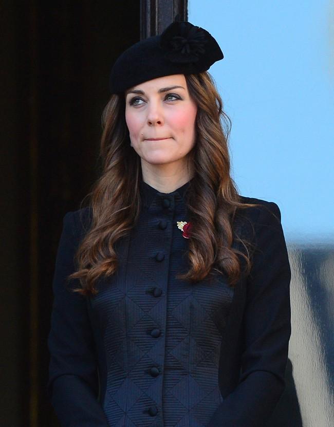 """Kate Middleton célébrant le """"Remembrance Day"""" à Londres le 10 novembre 2013"""
