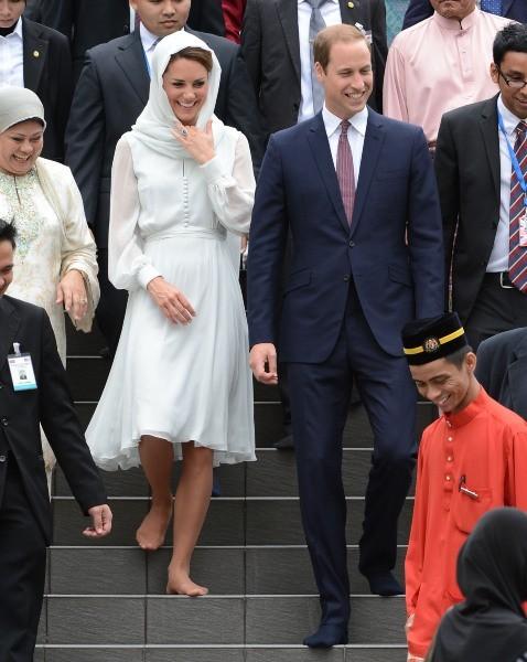 Prince William et Kate Middleton en visite à la grande Mosquée de Kuala Lumpur, le 14 septembre 2012.