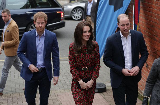 Photos : Kate Middleton, William et Harry se rendent à une soirée de charité pour Noël