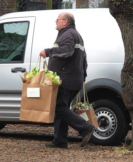 Kate Moss couverte de fleurs pour son 39 ème anniversaire