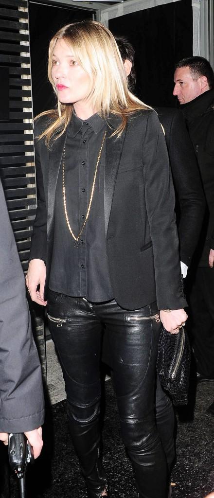 Kate Moss au défilé Saint Laurent à Paris ,le 3 mars 2014.