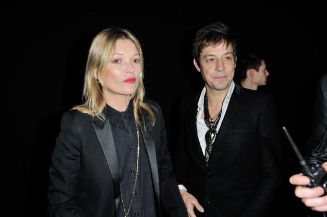 Kate Moss et Jamie Hince au défilé Saint Laurent à Paris ,le 3 mars 2014.