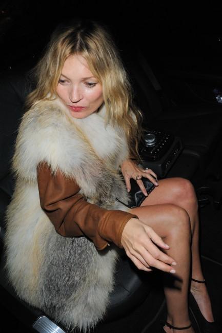 Kate Moss quittant la soirée Prada à Paris, le 24 janvier 2012.