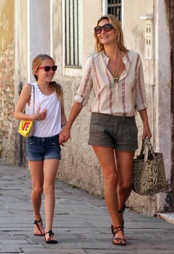 Kate Moss et sa fille Lila Grace à Venise le 31 juillet 2013