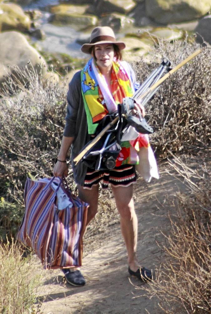 Photos : leçon n°5 pour assumer le ridicule à la plage : charger la mule !