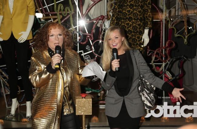 Emma Bunton et Jennifer Saunders lors de la soirée d'illumination de la boutique Stella McCartney à Londres, le 29 novembre 2011.