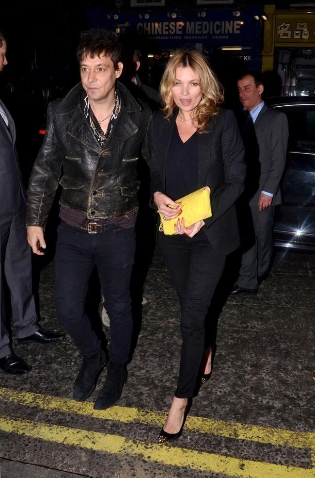 Avec son mari Jamie Hince, son meilleur pote de soirée !