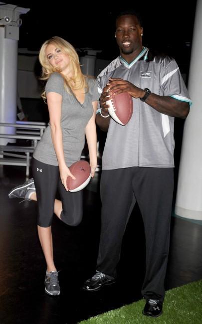 Kate Upton et Jason Pierre-Paul lors du lancement du Sport Blast à New York, le 25 avril 2012.