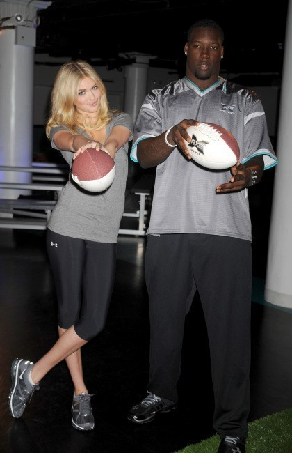 Kate Upton et Jason Pierre-Paul lors du lancement du Sport Blast à New York, le 25 avril 2012.