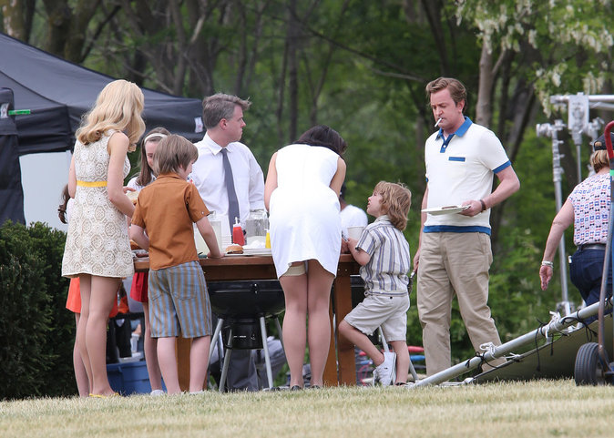 "Katie Holmes sur le tournage de la mini-série ""The Kennedys After Camelot"""