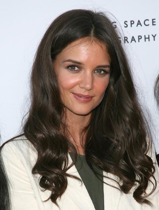 Sourire mutin, yeux brillants, chevelure de sirène...Katie Holmes est superbe!