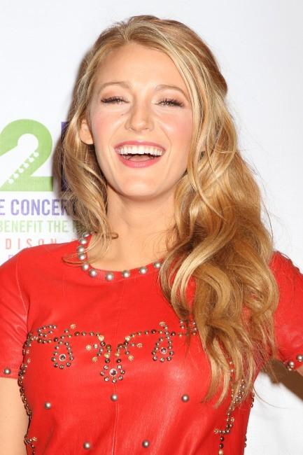 """Blake Lively lors du show """"12-12-12 Concert for Sandy Relief"""" à New York, le 12 décembre 2012."""