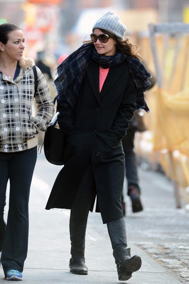Katie Holmes dans les rues de New-York le jour de son 35ème anniversaire, le 18 décembre 2013