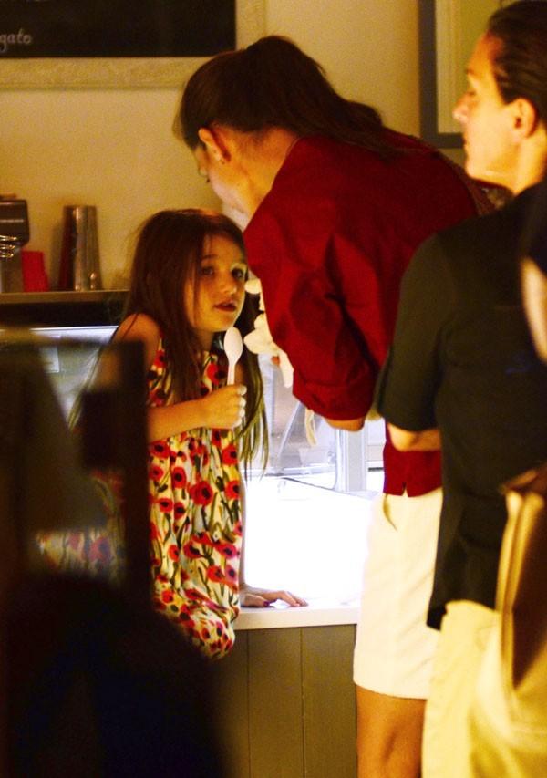 Katie Holmes de sortie avec Suri à New-York le 3 juillet 2012