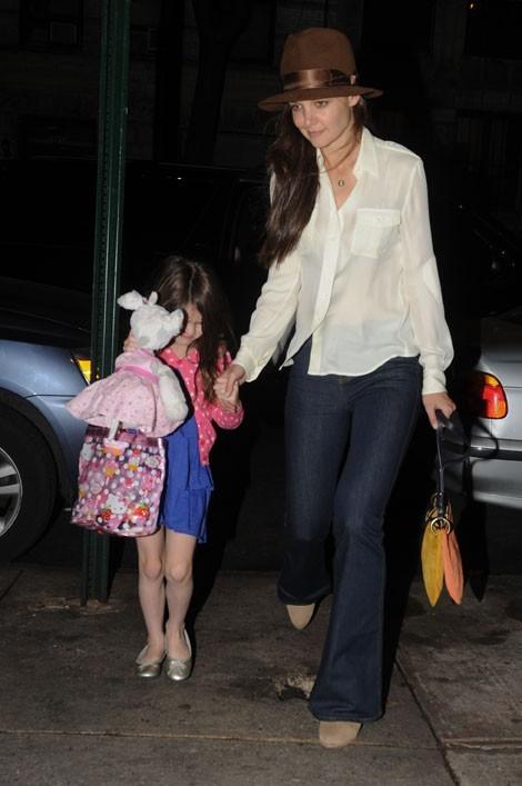 Elle s'occupe de sa fille Suri...