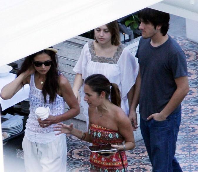 Katie Holmes avec des amis à Miami, le 22 juin 2011.