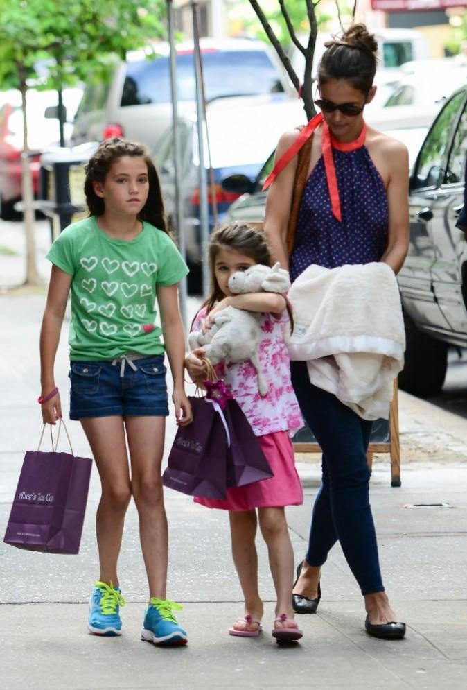Katie Holmes, et Suri Cruise et ses amis à New York, le 5 juillet 2012.