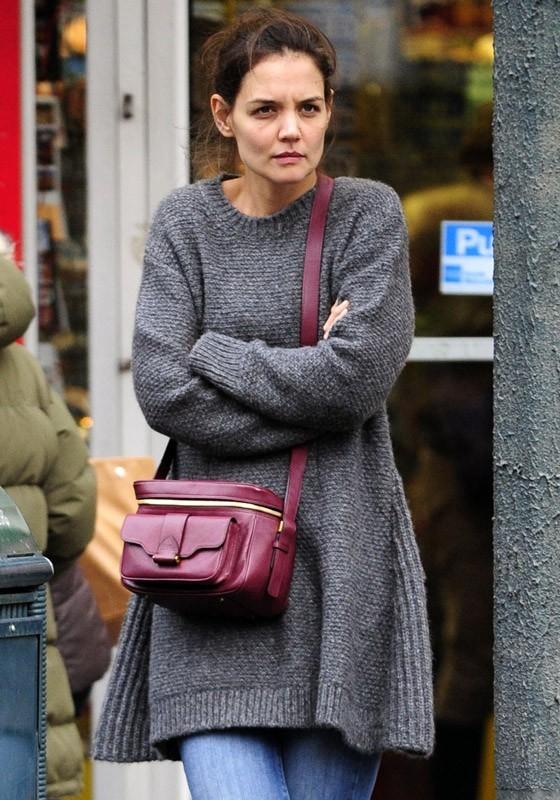 Katie Holmes dans les rues de New York hier