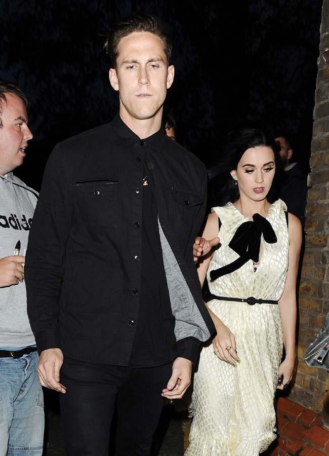 Katy Perry avec Robert Ackroyd à Londres le 7 juin 2012
