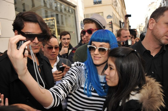 Trop sympa avec ses fans, cette fille c'est un Teenage Dream !
