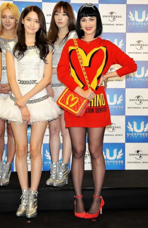 Photos : Katy Perry : pétillante en Moschino, la chanteuse ne passe pas inaperçue au Japon !