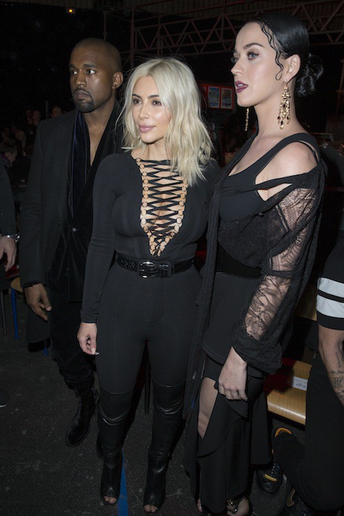 Photos : Katy Perry : poupée gothique chez Givenchy !