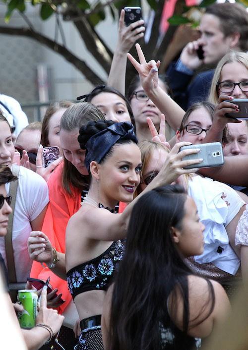 Photos : Katy Perry : radieuse et addict de ses fans en Australie !