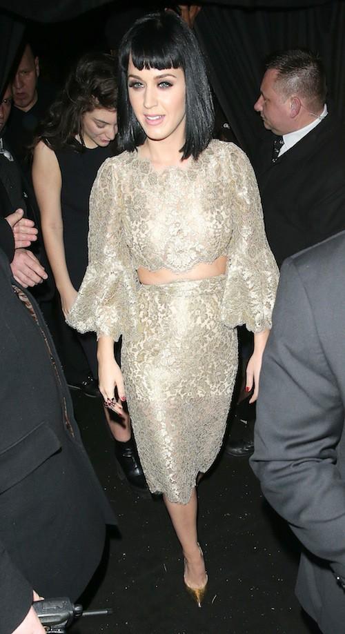 Photos : Katy Perry vs Ellie Goulding : en total look or ou noir, laquelle préférez-vous ?