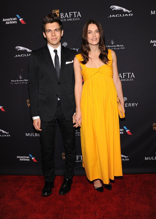 Photos : Keira Knightley : baby bump caché, elle resplendit aux côtés de James Righton !