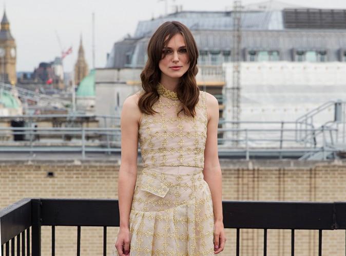 Keira Knightley : chic et couture pour un nouveau photocall sous la grisaille londonienne !