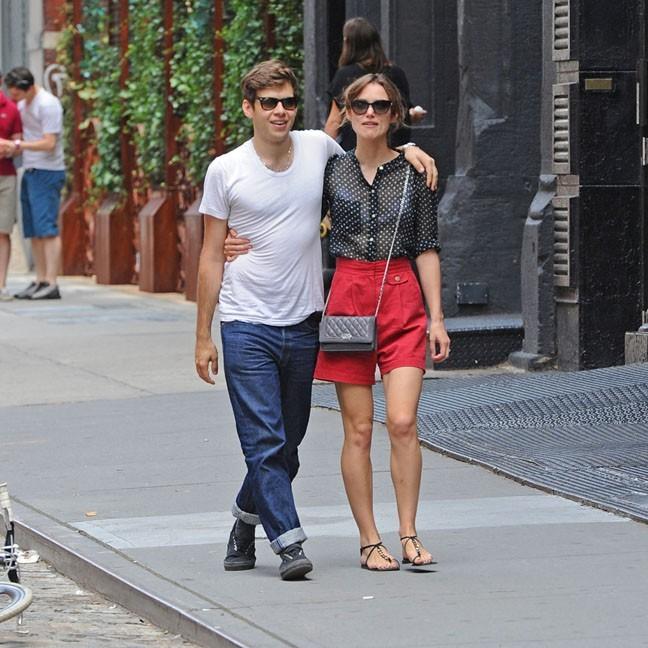 James Righton et Keira Knightley dans les rues de New-York le 31 juillet 2012