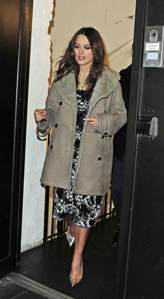Keira Knightley : elle essaye encore de camoufler son baby-bump... Rat� !