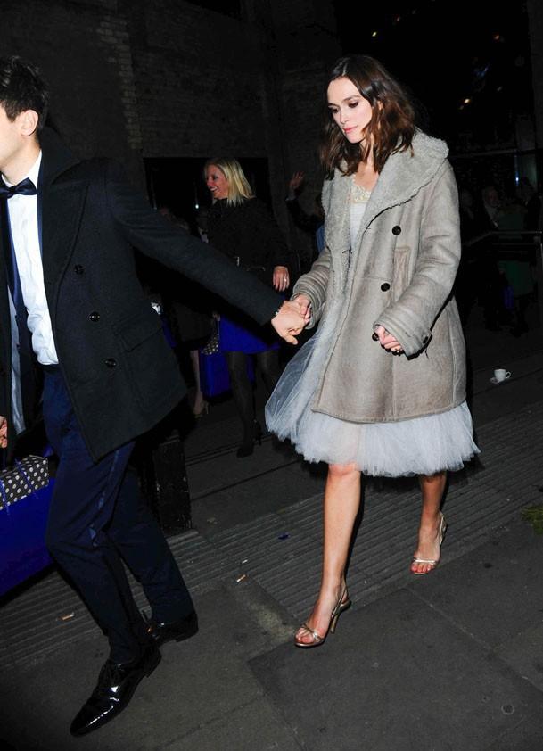 Keira Knightley avec son mari James Righton à Londres le 3 décembre 2013