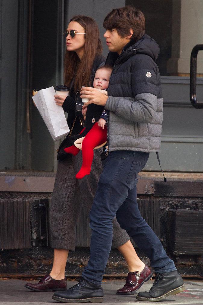 Keira Knightley et sa famille dans les rues de New York