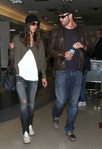 Kellan Lutz et Sharni Vinson à l'aéroport de Los Angeles le 7 avril 2013