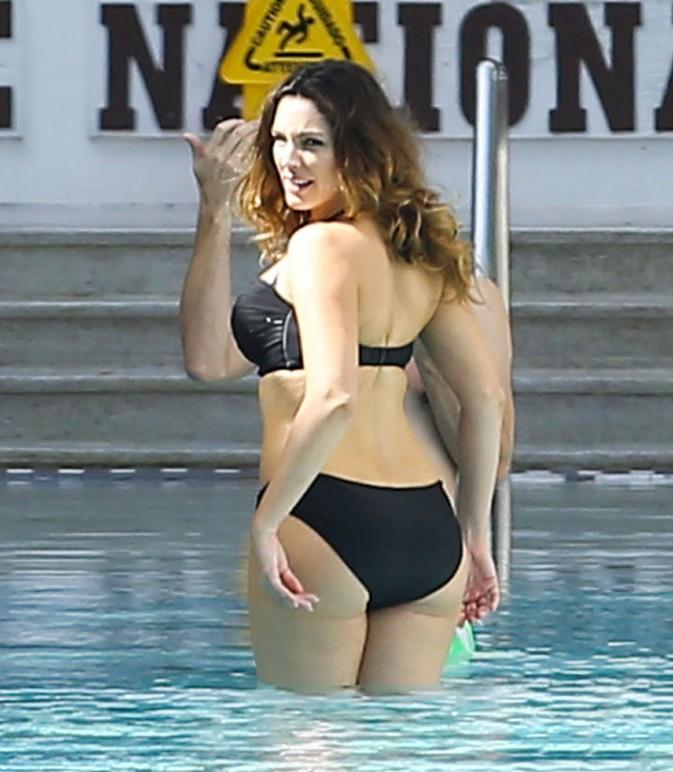 Kelly Brook en shooting à Miami le 4 février 2014