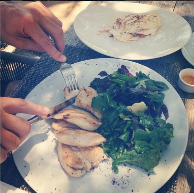 Blanc d'oeuf et poulet #breakfast @dannycipriani87 Il est dévoué :-)