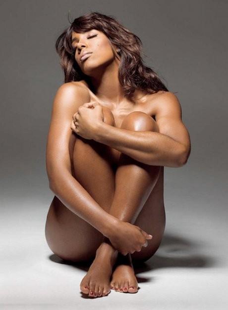 Kelly Rowland nue sur les photos promotionnelles de son nouvel album, Here I Am !