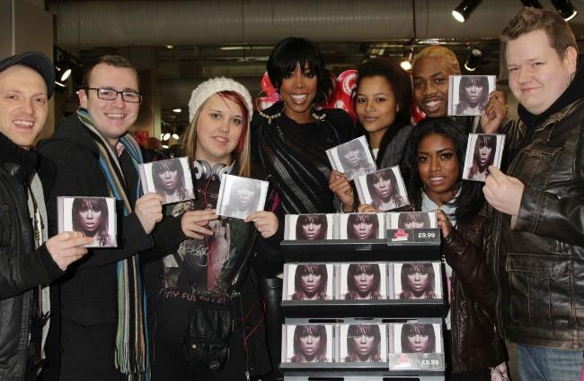 Kelly Rowland en promo à Londres, le 28 novembre 2011.