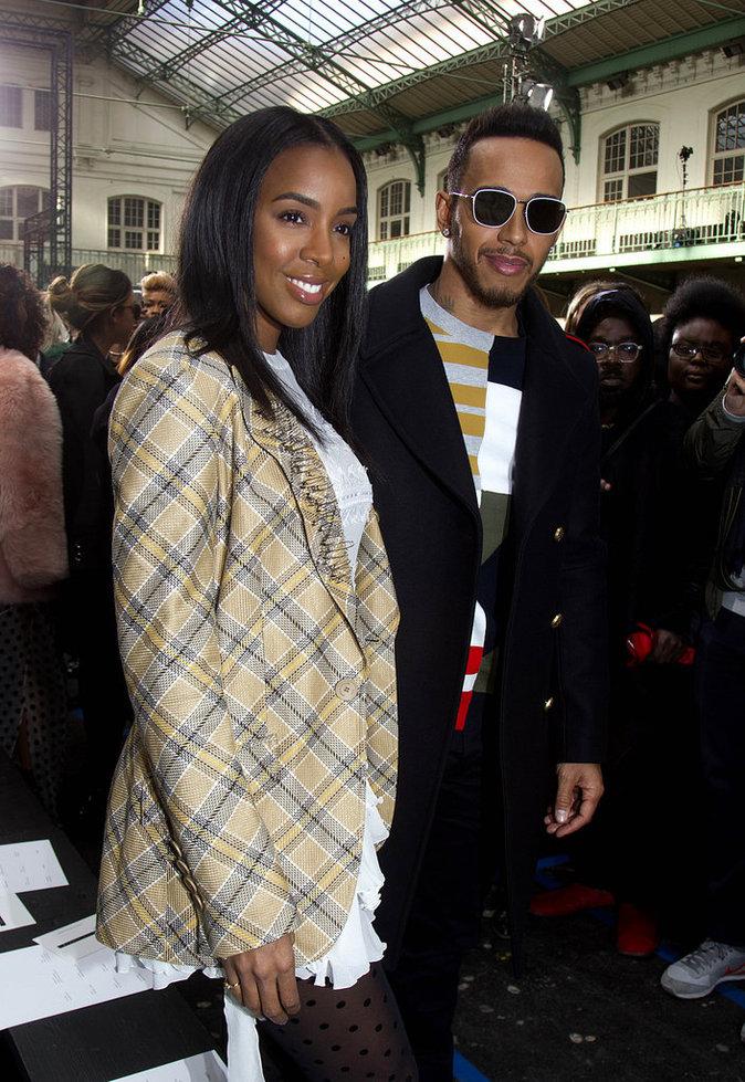 Kelly Rowland et Lewis Hamilton, complices au défilé John Galliano