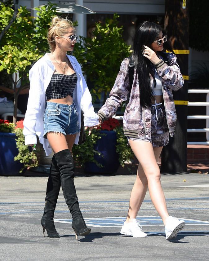 Photos : Kendall et Kylie Jenner : fière de Bruce, la team ventres à l'air est de sortie !