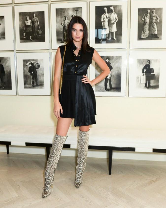 Kendall Jenner et Kourtney Kardashian : Pendant que l'une brille à NYC, l'autre se la joue cool à L.A. !