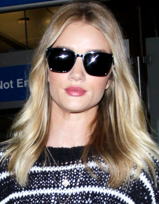Photos : Kendall Jenner et Rosie Huntington-Whiteley : Combat de tops models stylées à l'aéroport !