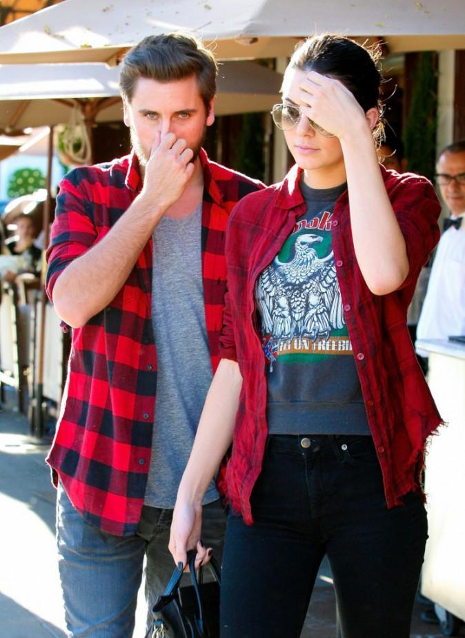 Photos : Kendall Jenner et Scott Disick : duo complice et assorti pour un déjeuner en tête-à-tête !