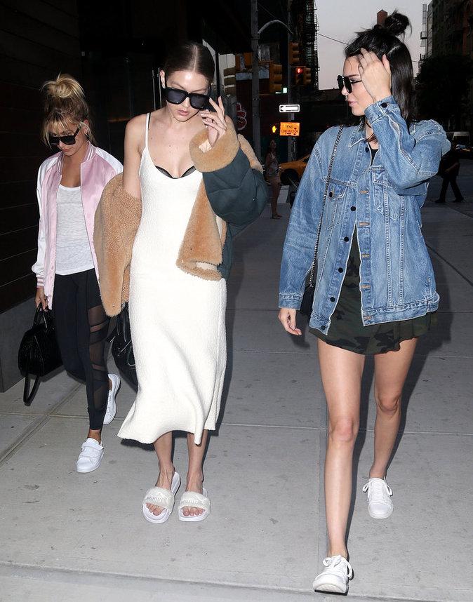 Photos : Kendall Jenner, Gigi Hadid et Hailey Baldwin s'éclatent à New York, c'est la guerre avec les paparazzis !