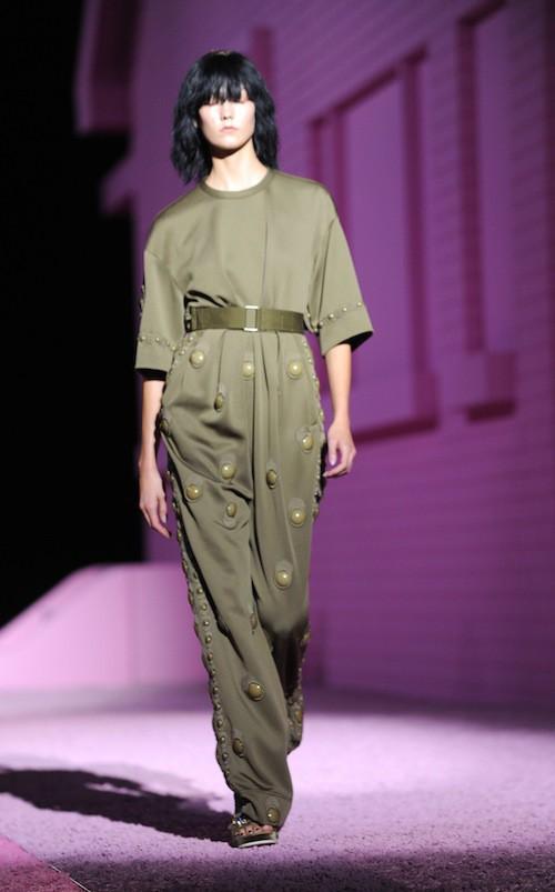 Karlie Kloss défile pour Marc Jacobs le 11 septembre 2010, à New York