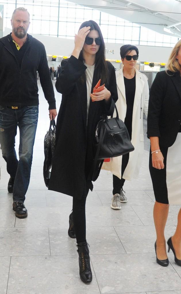 Photos : Kendall Jenner : Lagerlefd ne la lâche plus !